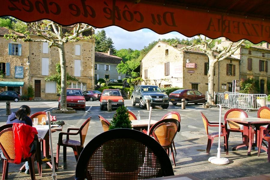 Cadouin - Place de l'Abbaye