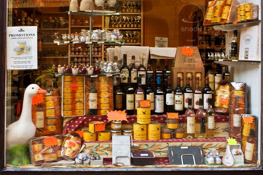 Die Gastronomie des Périgord und die Spezialitäten der Region lassen sich wohl als reinen Luxus bezeichnen. Die kulinarischen Hochgenüsse des Périgord bestimmen hier einen Großteil des Art de Vivre. Dabei sind die Gerichte meist bodenständig zubereitet und verleugnen ihre bäuerliche Herkunft nicht. Lesen Sie hier, was Ihnen auf den Speisekarten des Périgord begegnen wird.