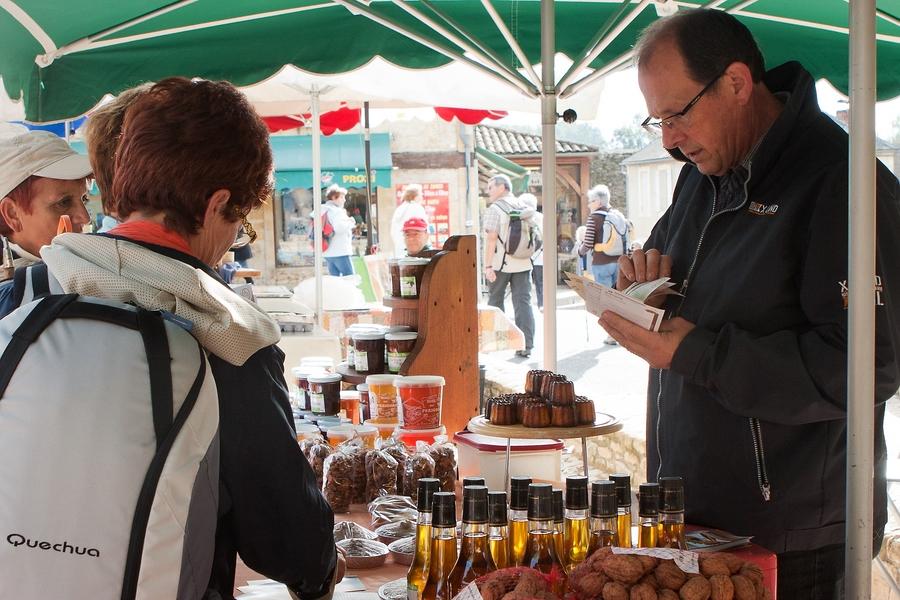 Canneles auf dem Markt von St. Geniés