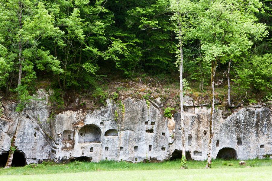 Abri-an-der-Burg-Commarque